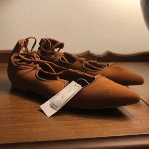 ✨NWT✨ GAP brown tan lace up flats point toe suede